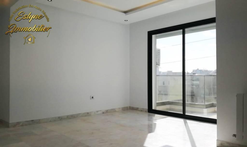 un luxueux appartement S+3 dédiée a la vente a Khzema Ouest